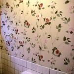 花柄模様の壁紙