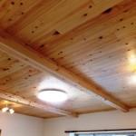 木目を生かした天井