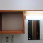 収納棚と鏡