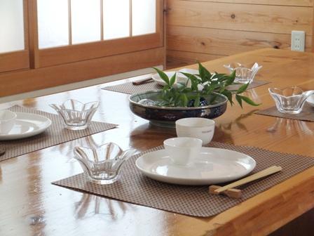 白い食器とアジアンテイスト